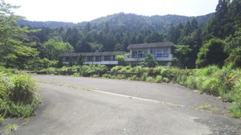 旧国民宿舎余呉湖荘前