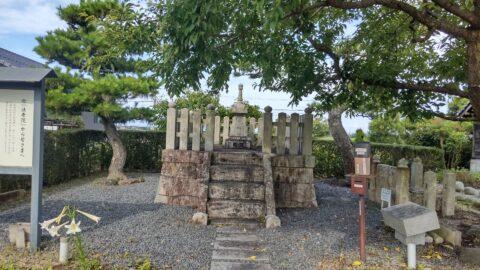 法秀院の墓